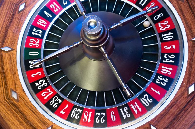 roulette-roulette-wheel-ball-turn (1)